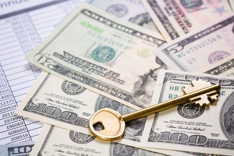 El dinero da sus oportunidades fotos de archivo libres de regalías