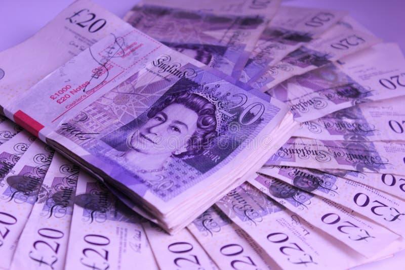 El dinero para gastar mil libras en renta de la tabla viaja foto de archivo