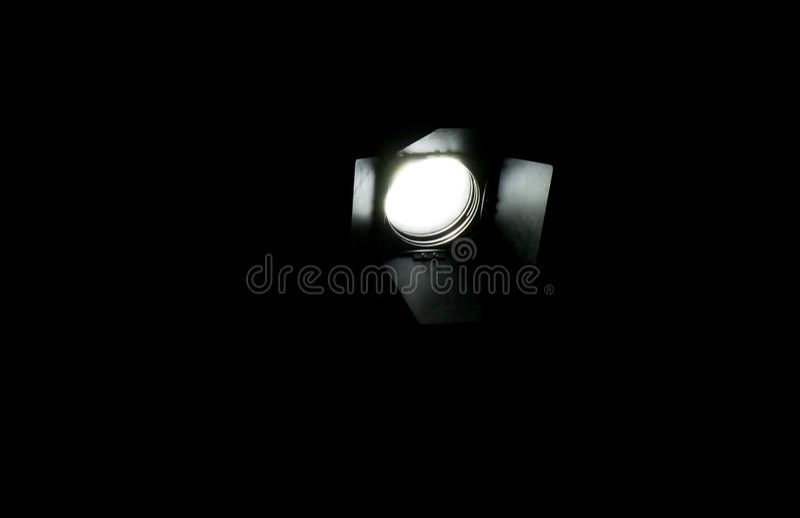 El dispositivo de iluminación brilla en la oscuridad fotografía de archivo libre de regalías