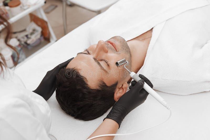 El dispositivo es cosmetolog?a facial fotografía de archivo