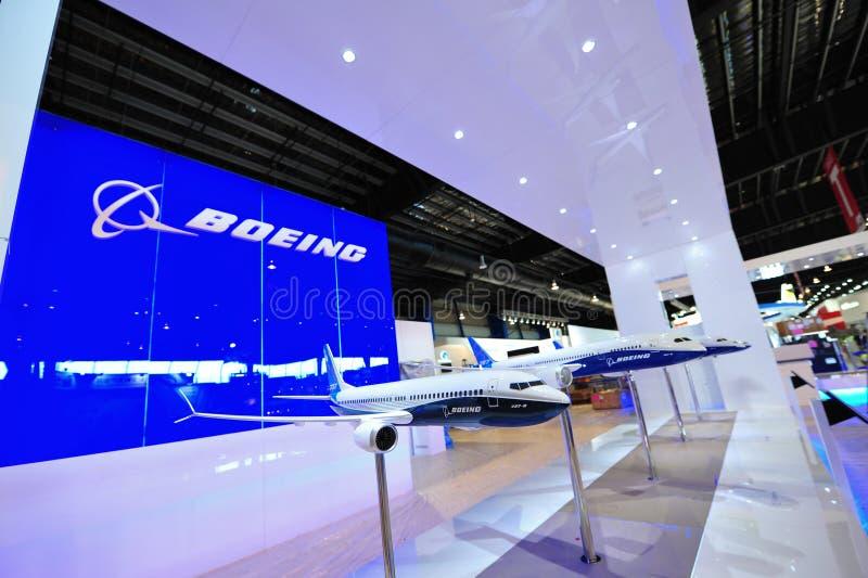 El diverso avión de Boeing modela en la exhibición, incluyendo 737-8 máximo, el dreamliner 787, en Singapur Airshow fotografía de archivo