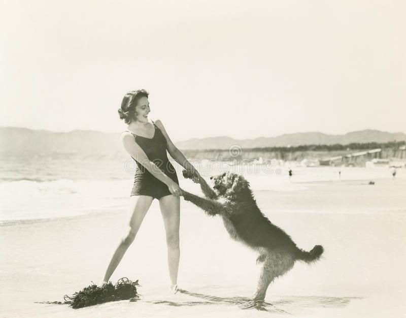 El divertirse en la playa imágenes de archivo libres de regalías