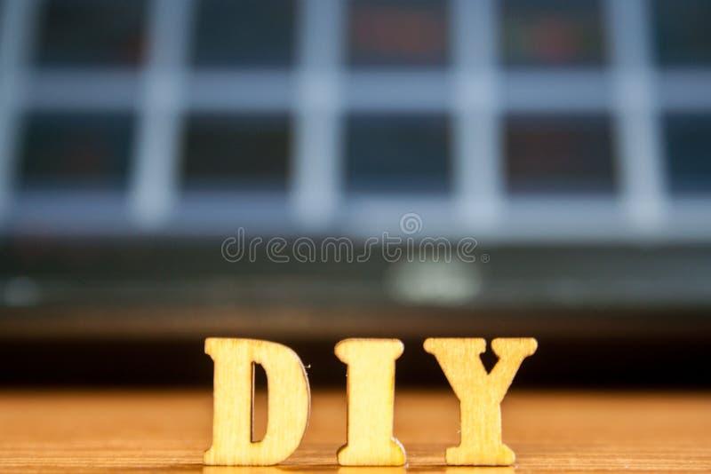 El ` diy del ` de la palabra hecho de letras de madera imágenes de archivo libres de regalías