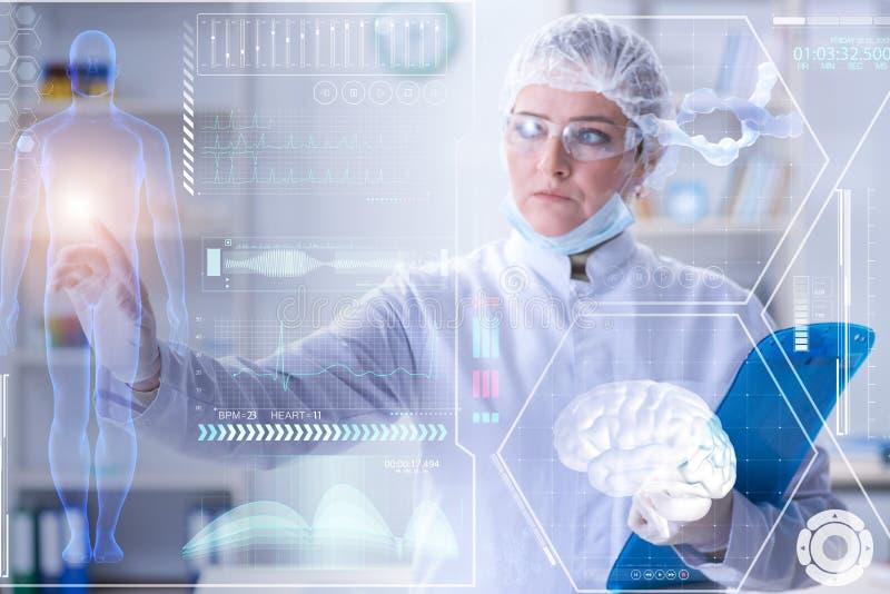 El doctor de la mujer en concepto del mhealth de la telemedicina ilustración del vector