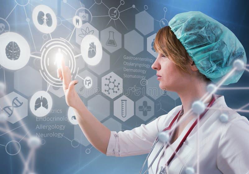 El doctor de sexo femenino hermoso y el ordenador virtual interconectan en el ejemplo 3D fotos de archivo