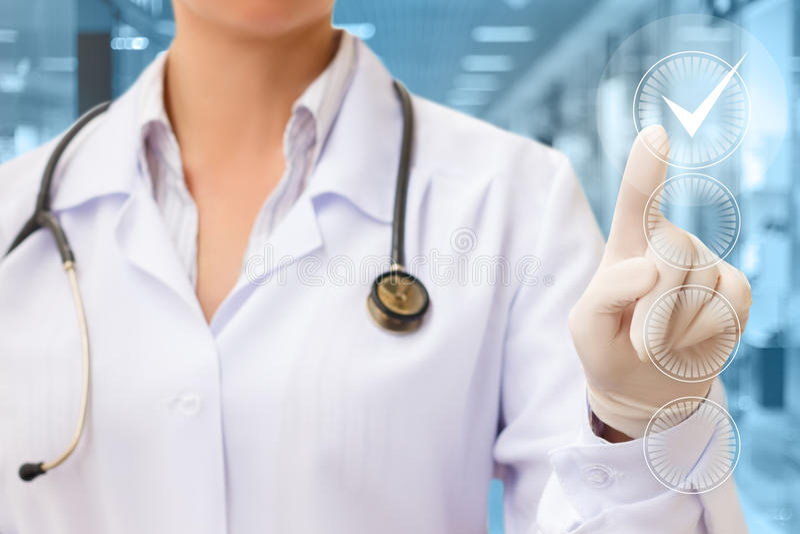 El doctor Hand Checking la caja de comprobación foto de archivo