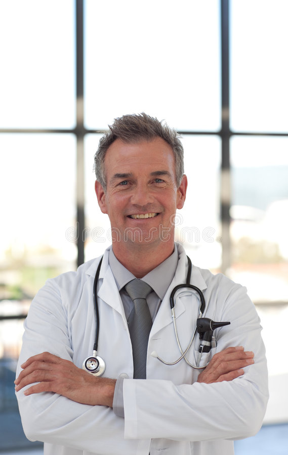 El doctor maduro Smiling fotos de archivo