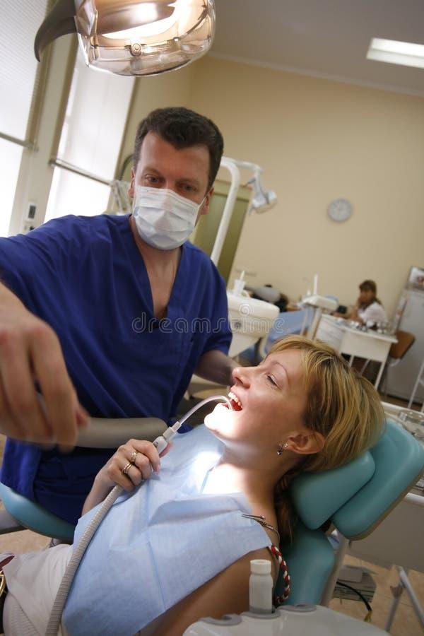 El doctor y el paciente foto de archivo libre de regalías