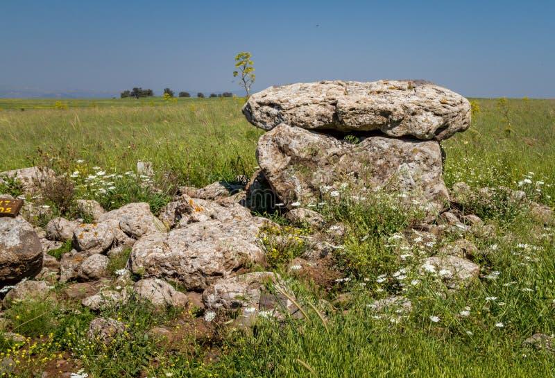 El dolmen, lugar antiguo del entierro en la reserva de naturaleza de Gamla, Israel fotografía de archivo libre de regalías