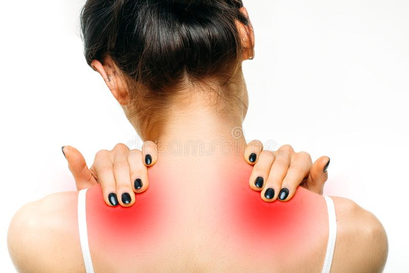 El dolor común, mujer tiene problema con el cuello fotos de archivo libres de regalías