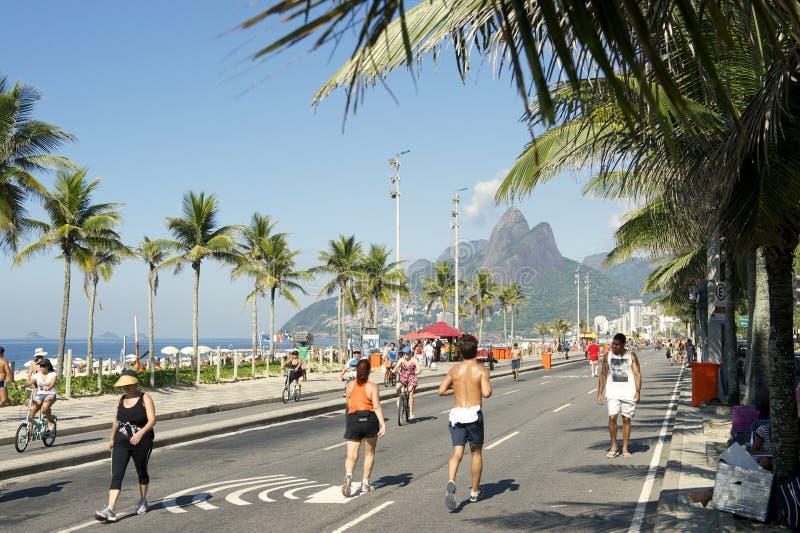 El domingo por la mañana playa Rio de Janeiro Brazil de Ipanema imágenes de archivo libres de regalías