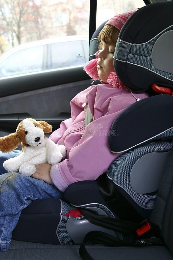 El dormir en un coche fotos de archivo