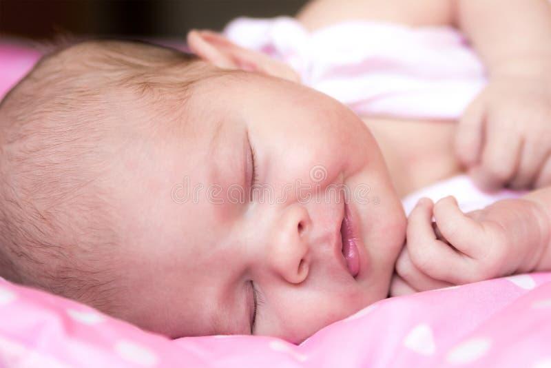 El dormir feliz del niño fotografía de archivo libre de regalías