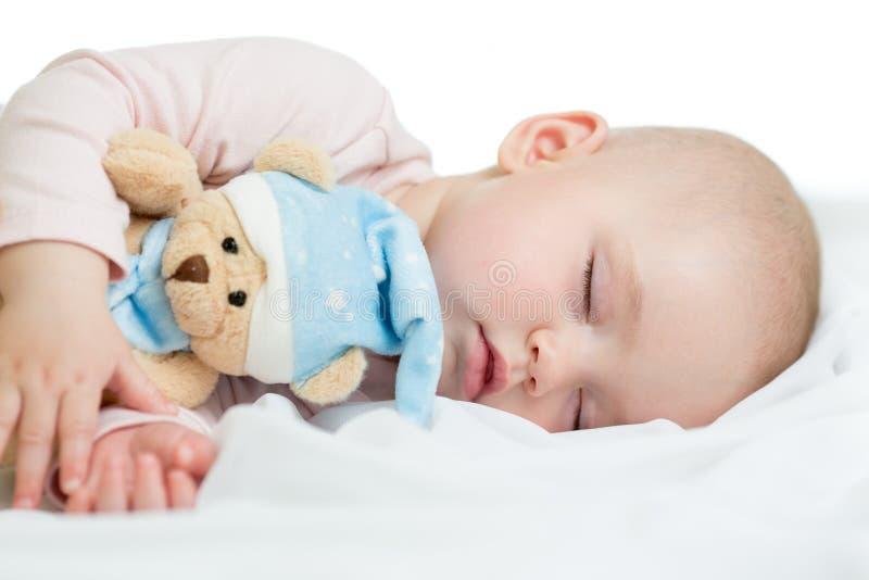 El dormir recién nacido del bebé foto de archivo