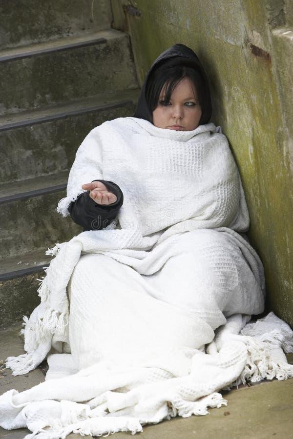 El dormir sin hogar de la muchacha áspero