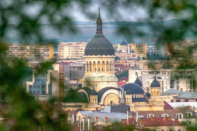 El Dormition de la catedral de Theotokos, la iglesia ortodoxa rumana más famosa de Cluj-Napoca, Rumania Construido en un rumano imagen de archivo libre de regalías