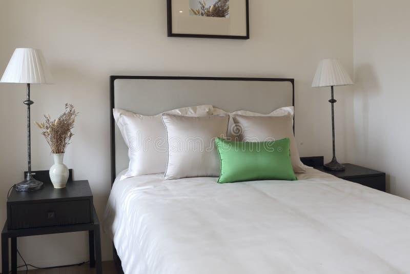 El dormitorio limpio y ordenado foto de archivo imagen for Cuarto ordenado y limpio