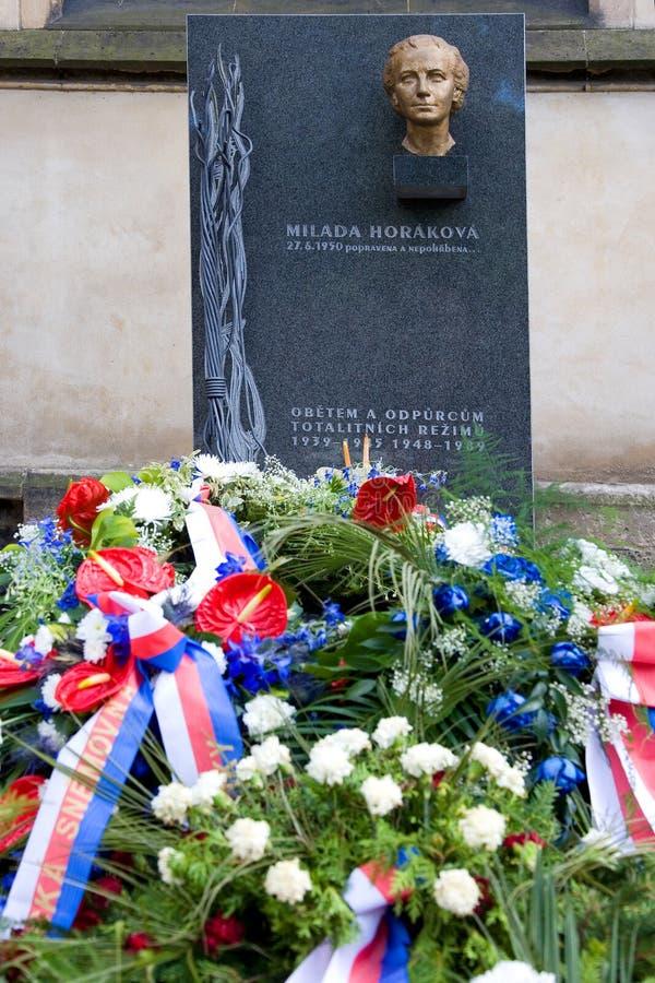 El Dr. Monumento de Milada Horakova en Slavin, cementerio nacional, Vyseh fotos de archivo libres de regalías