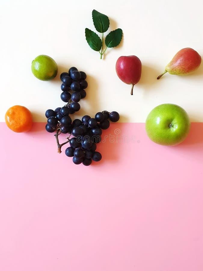 El dulce de la vitamina todavía da fruto fruta cítrica de la uva del limón de Apple en la comida azul m de Eco del vegano de l ilustración del vector