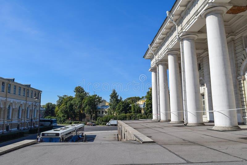 El edificio anterior de la bolsa de acción en Leningrad imagen de archivo libre de regalías