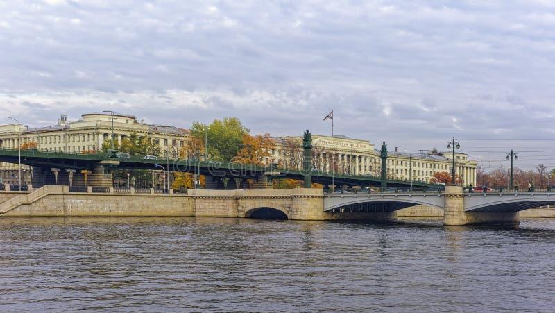 El edificio de la Academia Naval por nombre de almirante de la flota de la Unión Soviética N g Kuznetsov, academia de la marina d fotografía de archivo libre de regalías