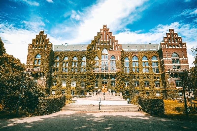 El edificio de la biblioteca de universidad en Lund, Suecia El buil fotos de archivo