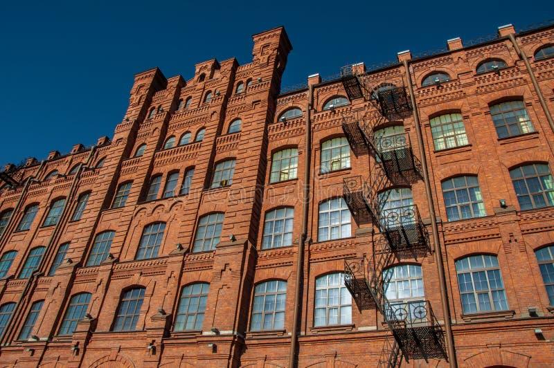El edificio de ladrillo rojo fotografía de archivo libre de regalías