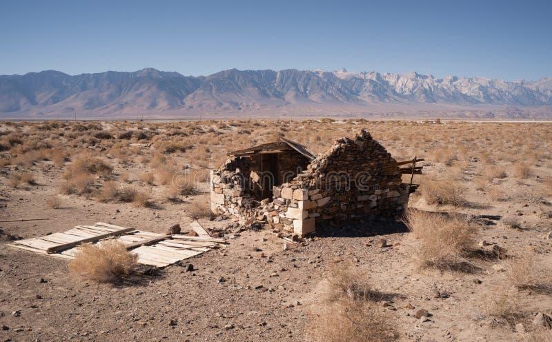 El edificio de piedra arruina el valle California de Owen del piso del desierto fotografía de archivo libre de regalías