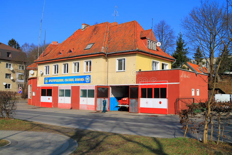 El edificio de un departamento de bomberos ningún 17 en la ciudad de Svetlogorsk foto de archivo libre de regalías
