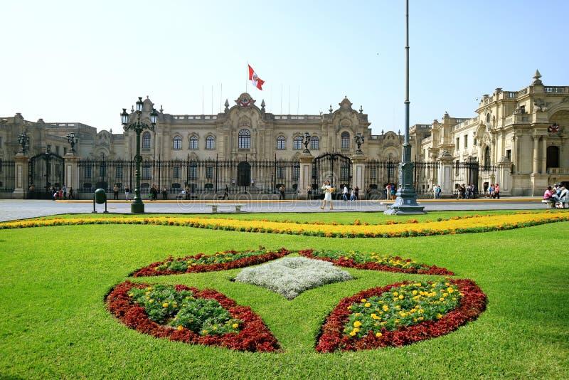 El edificio del gobierno o la casa de Pizarro en alcalde de la plaza, Lima, Perú imagen de archivo