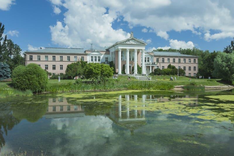 El edificio del jardín botánico en Moscú imagen de archivo libre de regalías