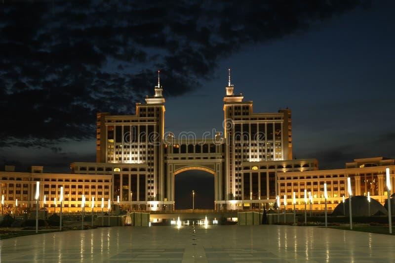 El edificio del ministerio del petróleo y del gas está en Astana imagenes de archivo