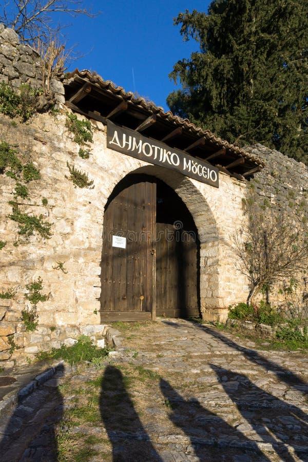 El edificio del museo municipal en la ciudad de Ioannina, Epirus, Grecia fotos de archivo libres de regalías