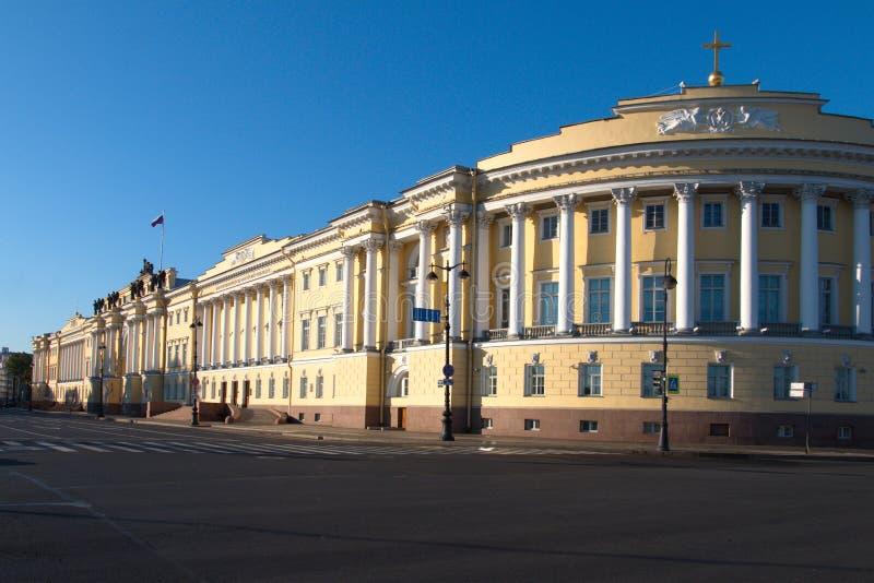 El edificio del senado y del sínodo en St Petersburg foto de archivo libre de regalías