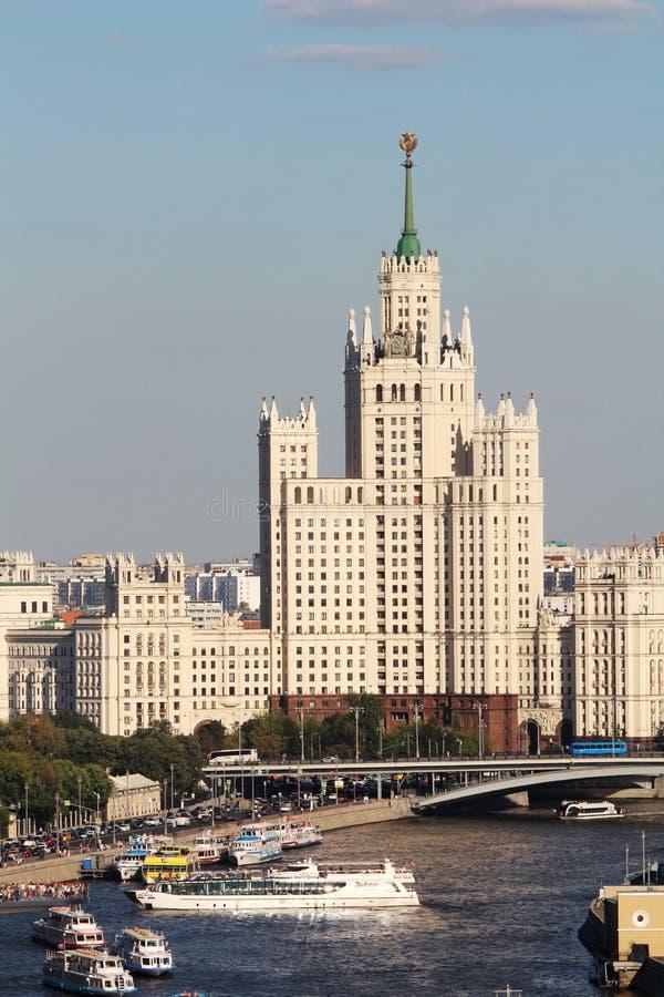 El edificio del terraplén de Kotelnicheskaya es uno de siete rascacielos estalinistas fotos de archivo
