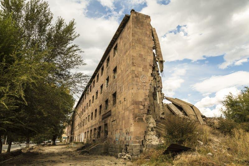 El edificio destruido por el terremoto del 7 de diciembre de 1988 en la ciudad de Gyumri imagenes de archivo