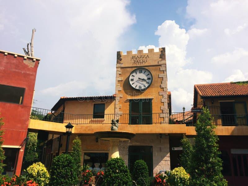 El edificio europeo del estilo es arquitectura toscana fotos de archivo libres de regalías
