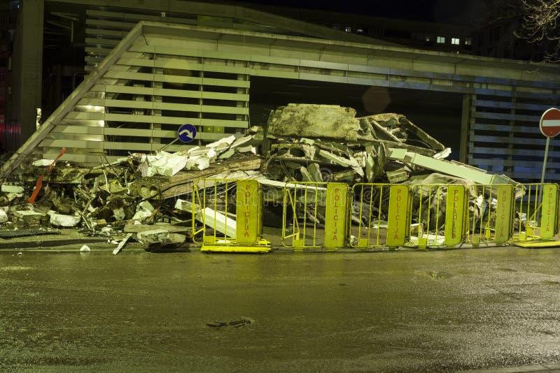El edificio grande miente en escombros después de tragedia fotos de archivo libres de regalías