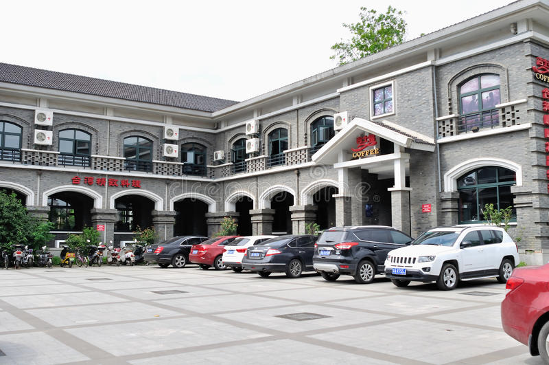 El edificio gris imagen de archivo libre de regalías
