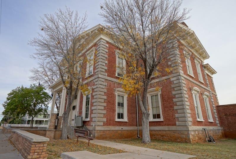 El edificio histórico del tribunal en la piedra sepulcral Arizona imagenes de archivo
