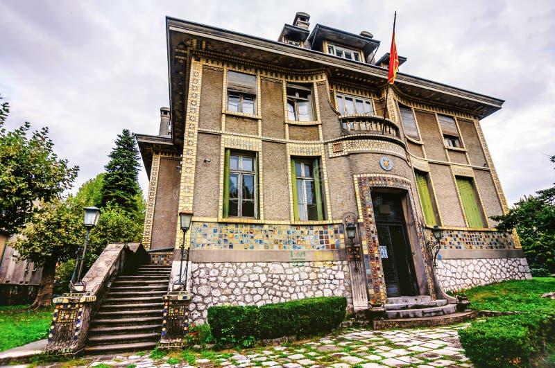 El edificio histórico en Cetinje, Montenegro, bruja era el francés fotografía de archivo