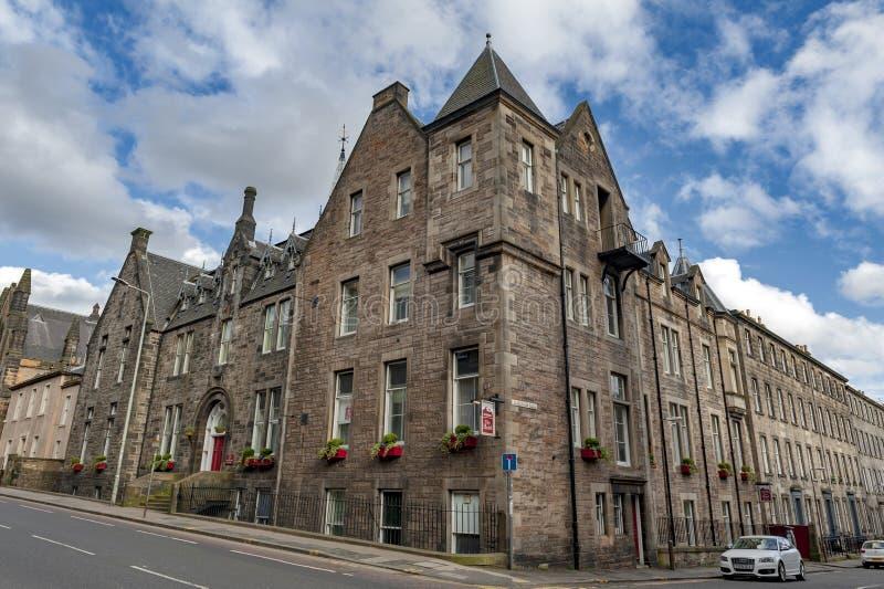 El edificio histórico en el lugar de Lauriston sirvió actualmente como Leonardo Boutique Hotel Simpson Townhouse Edimburgo, Reino imagen de archivo