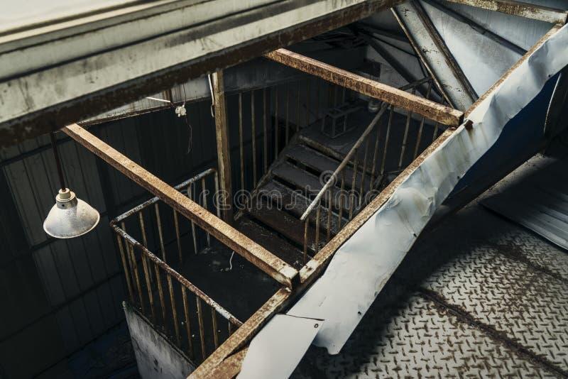 El edificio industrial abandonado Escena interior de la fantas?a foto de archivo libre de regalías