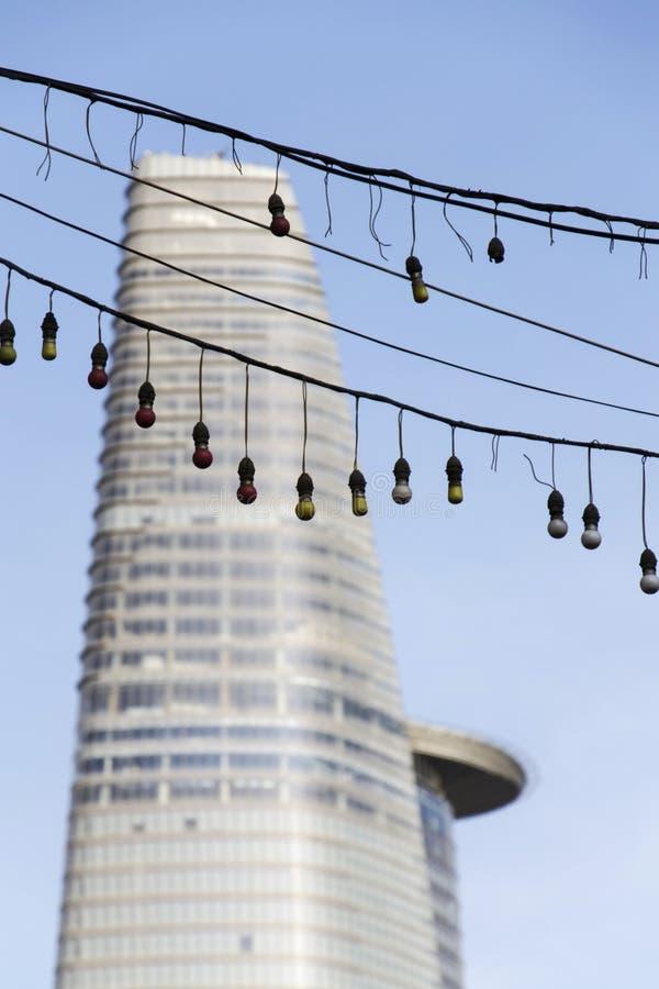 El edificio más alto de Ho Chi Minh City (Saigon) - torre financiera de Bitexco el 4 de febrero de 2012 adentro imagen de archivo libre de regalías