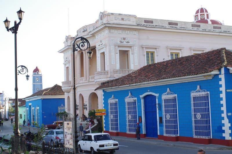 El edificio neoclásico de la biblioteca de la ciudad foto de archivo libre de regalías