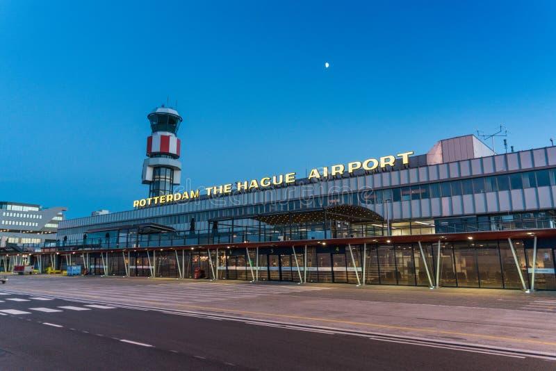 El edificio principal del aeropuerto de Rotterdam La Haya fotos de archivo
