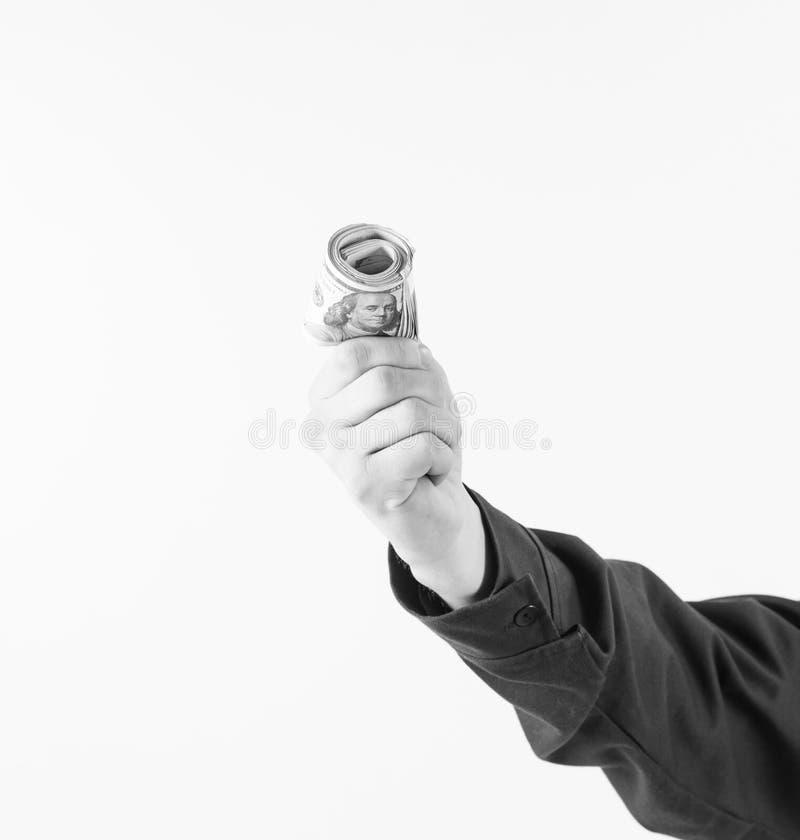 El efectivo negro disponible, ventajas acertadas del negocio, evita de impuestos, contra ley La mano sostiene el dinero, efectivo fotografía de archivo libre de regalías