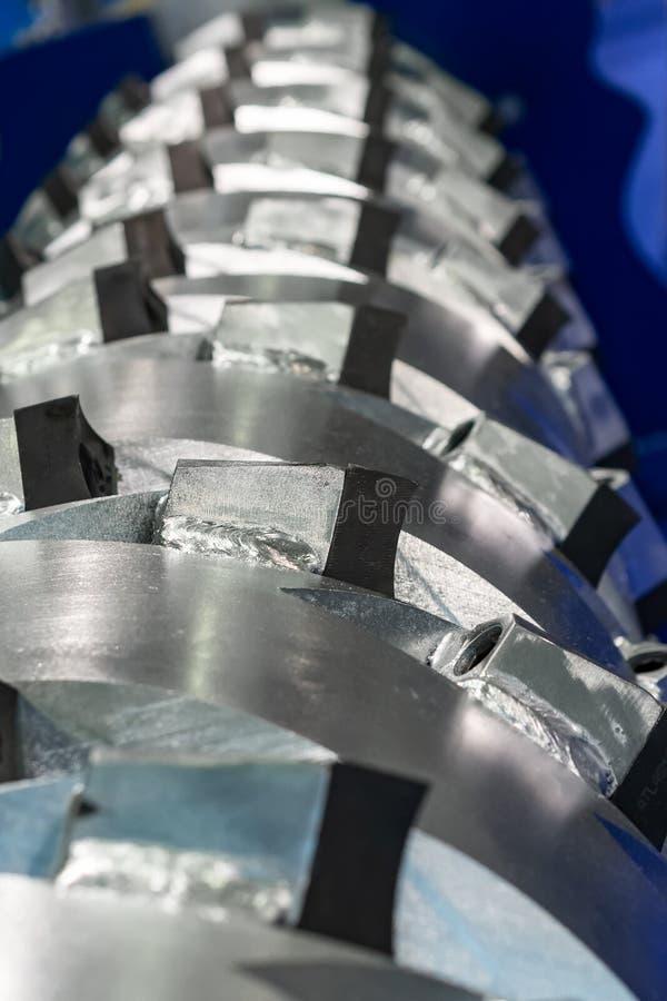El eje principal de una trituradora industrial mecánica imágenes de archivo libres de regalías