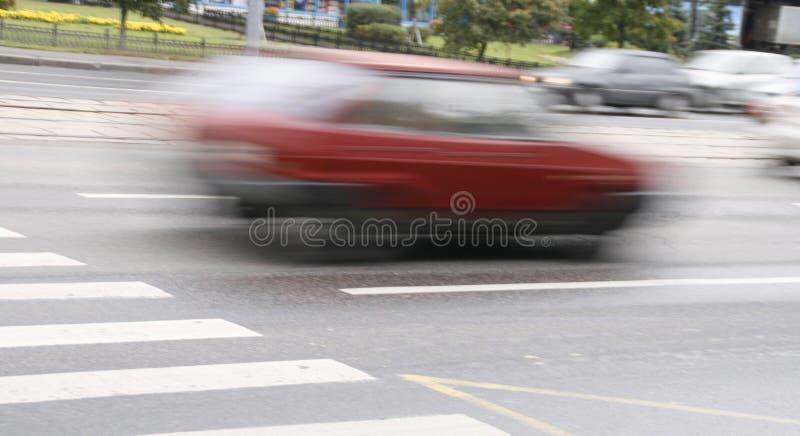 El ejecutarse de los coches imagenes de archivo