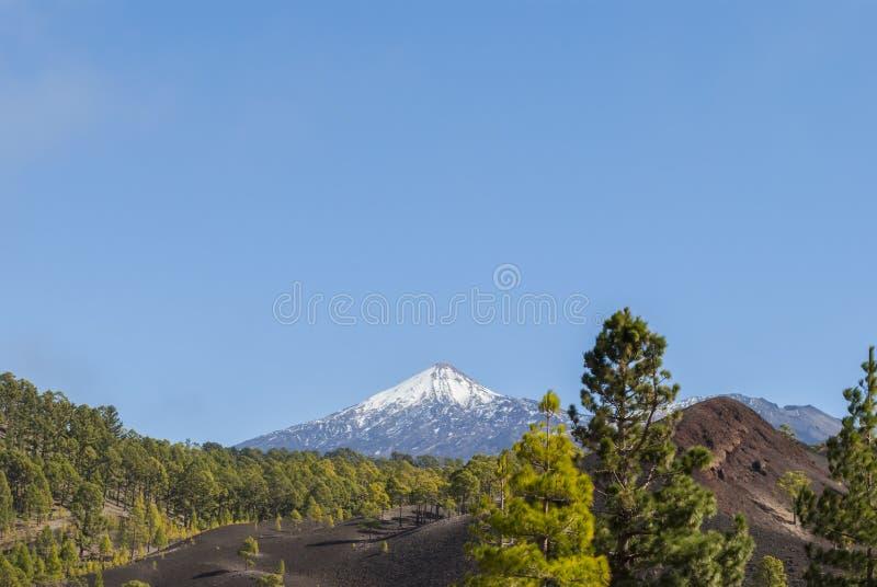 El ejecutarse en el volcán fotos de archivo